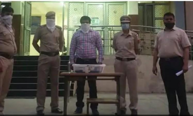 Vikesh Sharma saat ditahan polisi setempat