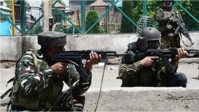 3 terrorists surrounded in Srinagar, encounter continues