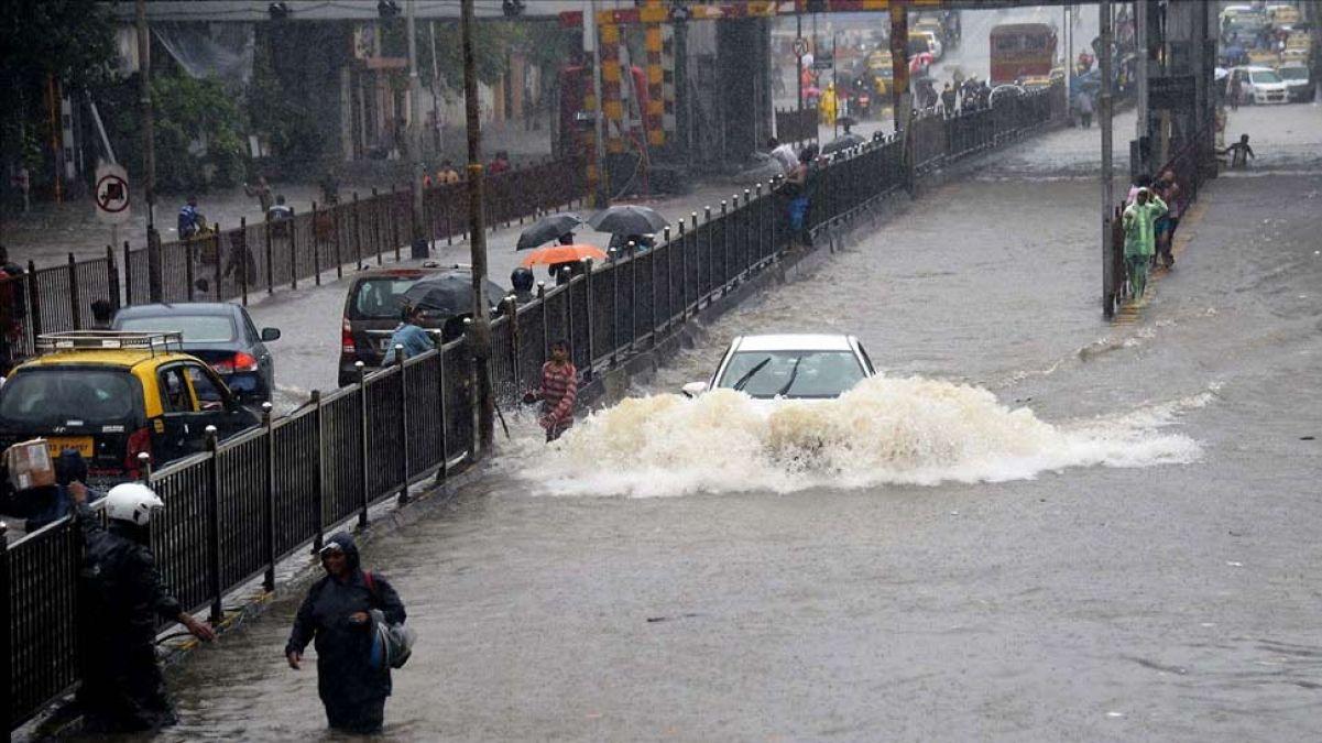 आज मुंबई में जमकर बरसेंगे मेघ, 7 फ्लाइट्स रद्द, 8 का रूट डाइवर्ट