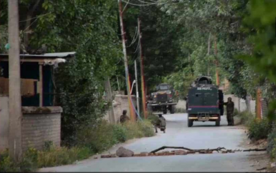 Pakistan again violets cease fire in Jammu and Kashmir, 1 soldier martyred