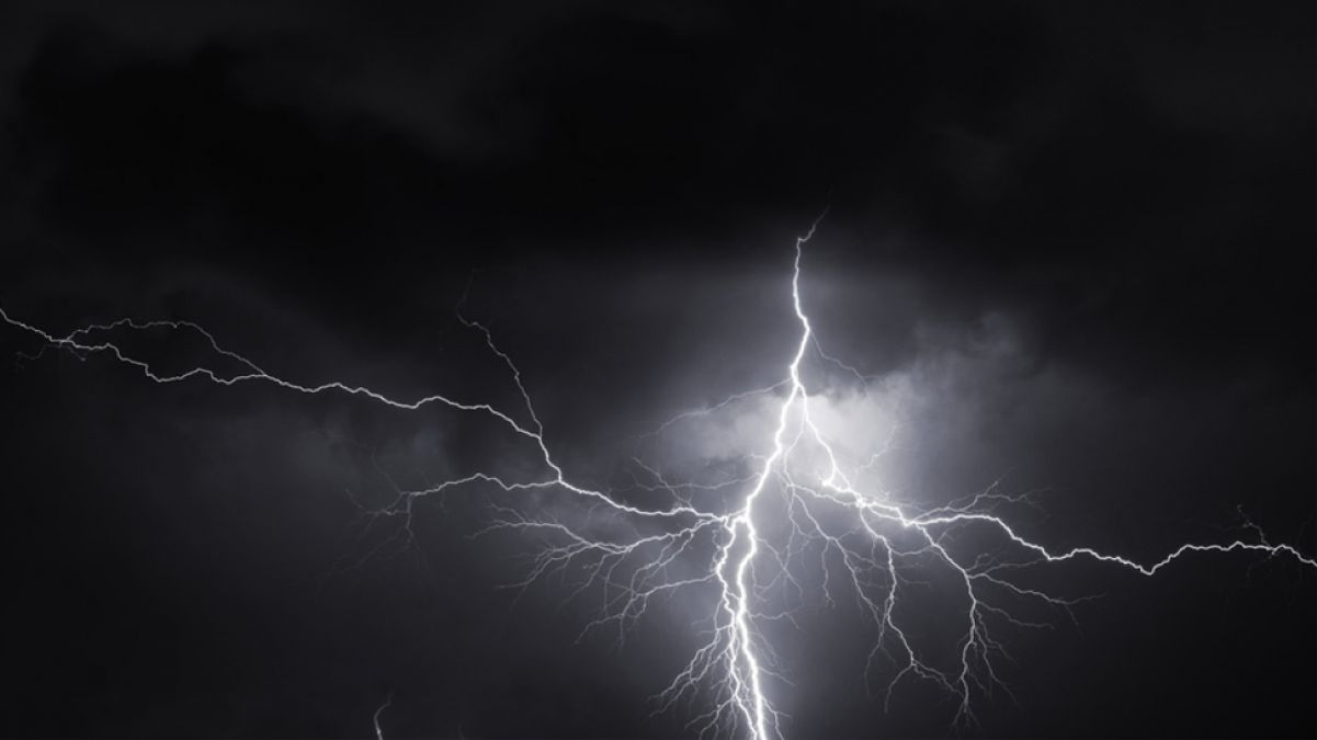 Bihar: Lightning collapses in Bhojpur, killing one, injuring one