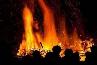 Police lift body by pouring water on a burning pyre, know why?