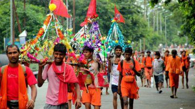 राजस्थान: काकरोली पहुंचा कांवड़ियों का समूह, लोगों ने पुष्प वर्षा से किया स्वागत