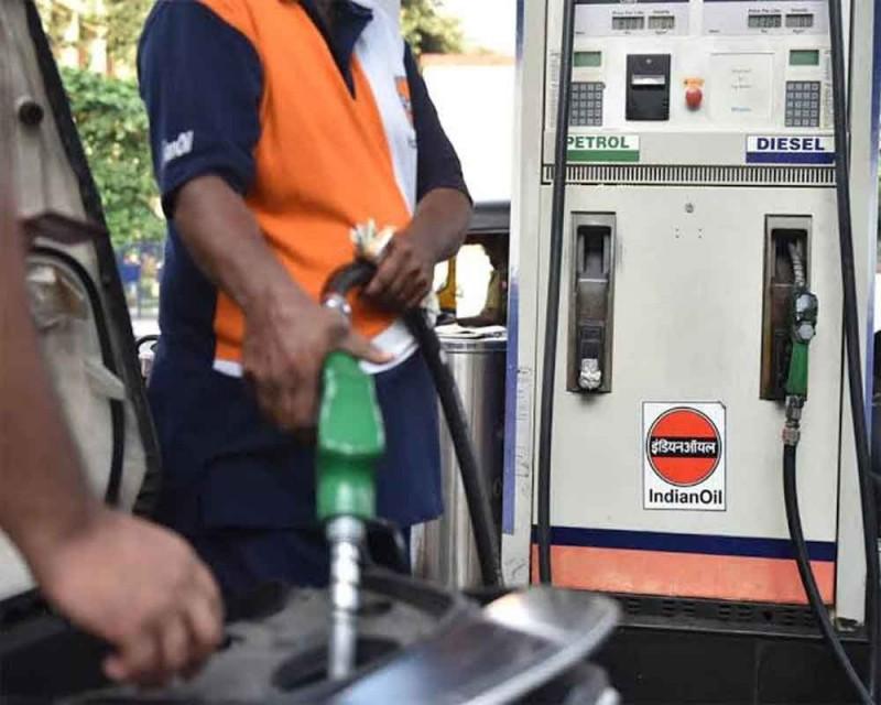 MP: पेट्रोल-डीजल की मूल्य वृद्धि के खिलाफ कांग्रेस कर रही प्रदर्शन
