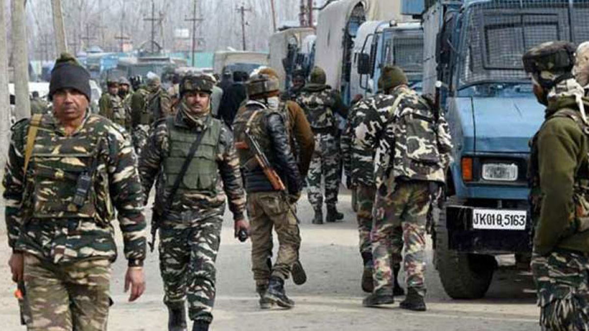 Scolded Terrorist by Militants operation all-out hurled bomb at the police station, injuring two Jawans