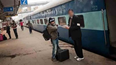 By facing a fake TC a man was checking the tickets of the passengers, Travellers has beaten him to death