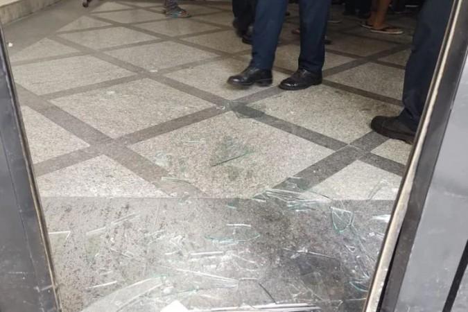 JNU के स्टूडेंट्स ने की यूनिवर्सिटी की लाइब्रेरी में तोड़फोड़, गार्ड के साथ भी मारपीट के आरोप