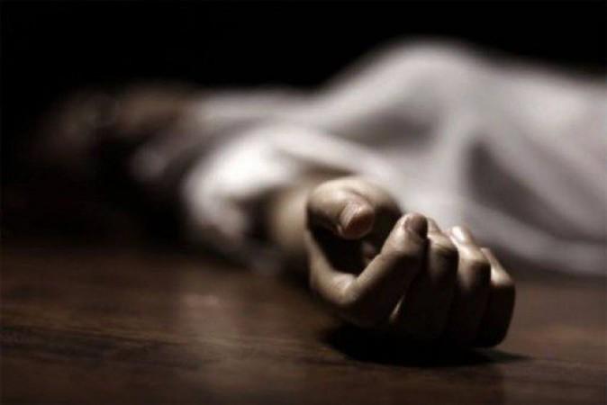 दर्दनाक: 5 बेटियों सहित ट्रेन के सामने कूदी माँ, सभी की मौत