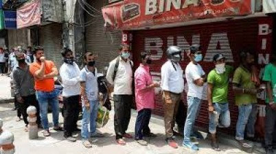 Liquor shops open after 78 days in Bhopal, crowd gathered to buy