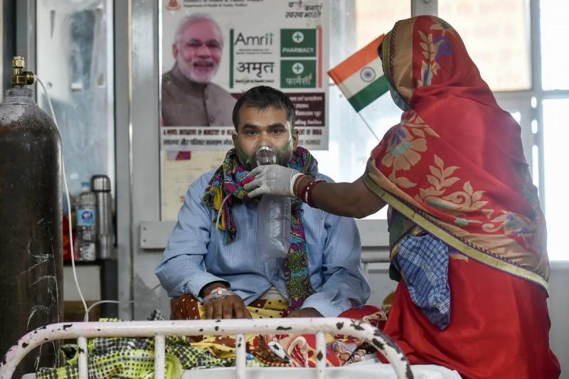 भारत में कोरोना से सुधर रहे है हालात, लगातार चौथे दिन कम हुआ संक्रमण का आंकड़ा