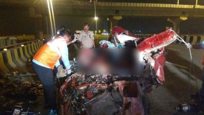 Car and truck collides on Yamuna Expressway, Three killed