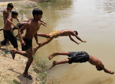 Intense heat wave continues in North India