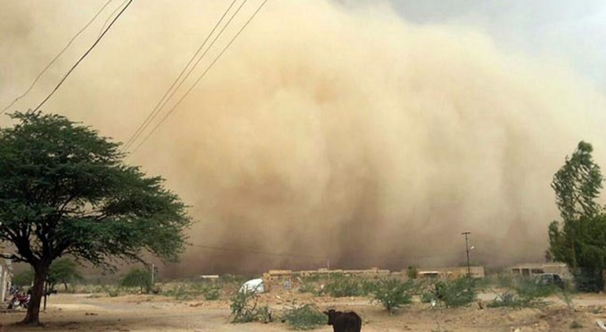 The dust storm coming from Pakistan turned towards India