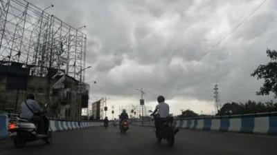 Monsoon hits UP & Bihar, rain accompanied by strong wind & thunderstorm