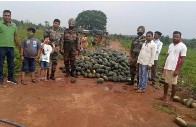 Sikh Regiment buy 5 tonnes of watermelons to help farmers during Corona period