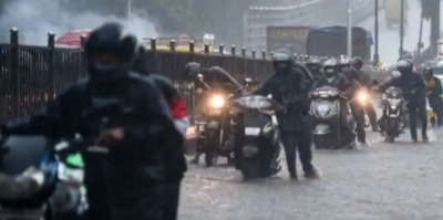Mumbai: Heavy rainfall causes uncontrollable conditions, four subways closed