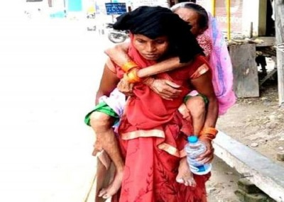 Ambulance wasn't available, a daughter reached hospital carrying her mother on her back