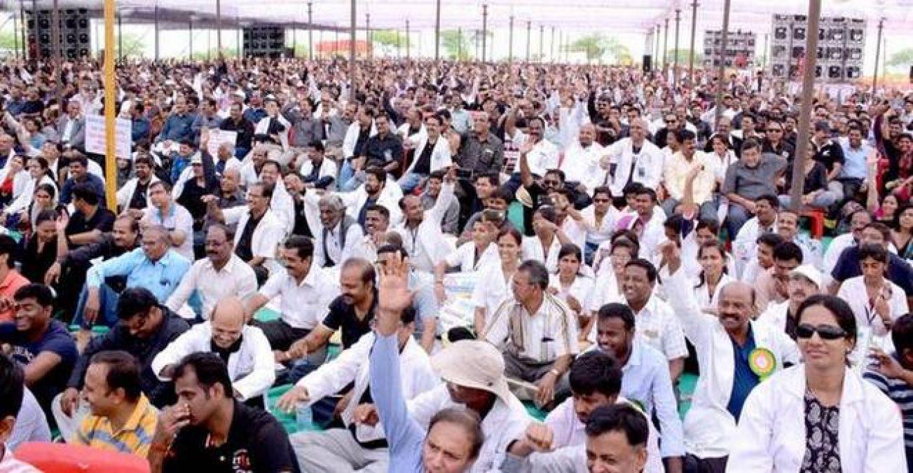 अब भी जारी है डॉक्टरों का देशव्यापी विरोध-प्रदर्शन, 500 से अधिक डॉक्टरों ने दिया इस्तीफा