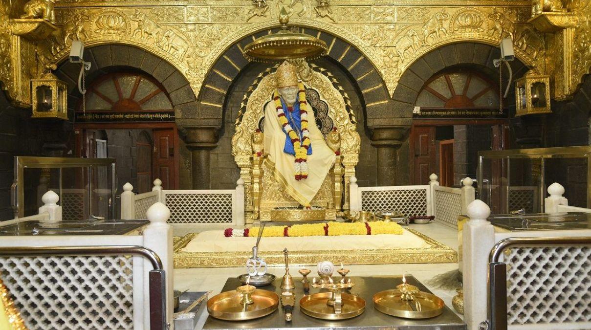 शिरडी साईं बाबा मंदिर के दानपात्र में जमा सिक्कों को लेने से बैंको का इनकार