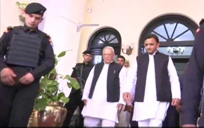 Akhilesh Yadav meets UP Governor, submits memorandum on deteriorating law and order