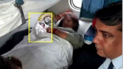 Woman gave birth to baby girl in Rajdhani Express without doctor, TTE helped