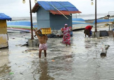 Saurashtra under havoc of storm Tauktae, people longing for electricity and water