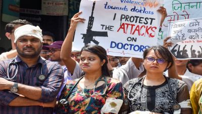 Doctors reject Mamata's invitation to talk, says she has to apologize first