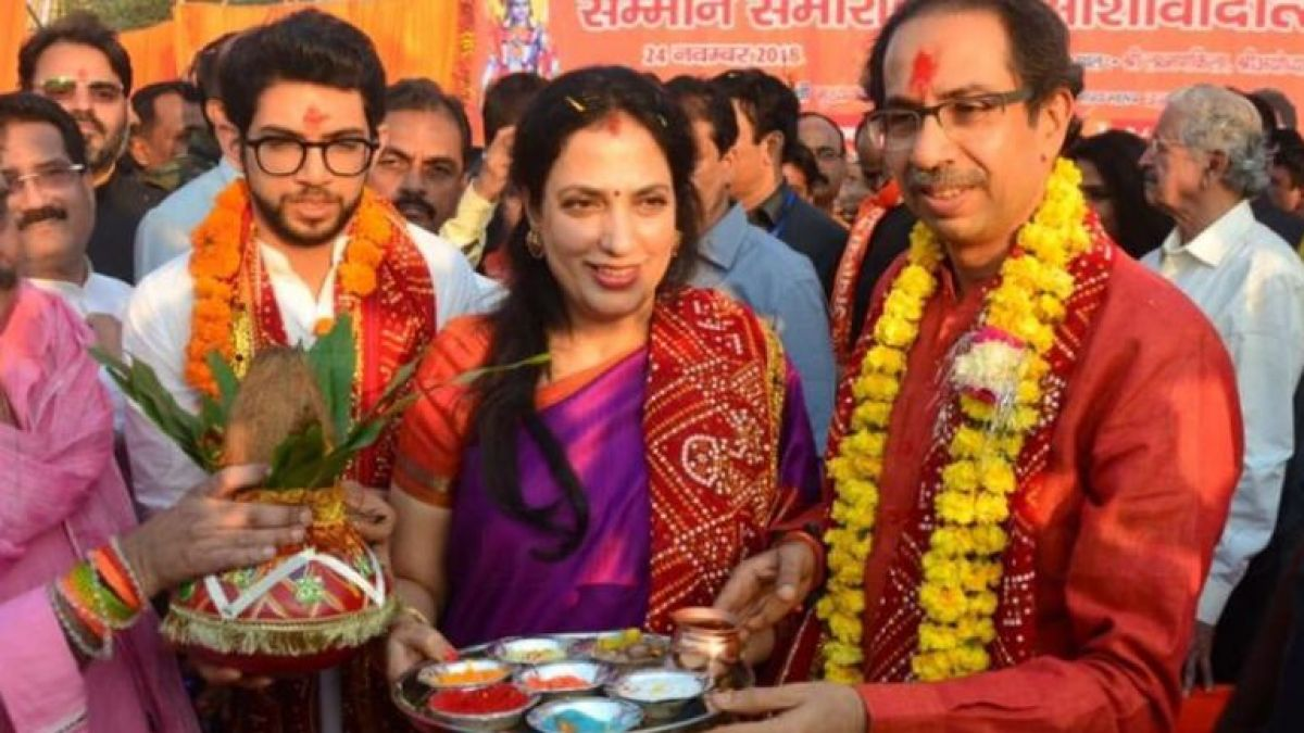 Uddhav Thackeray offers prayers to Ram Lalla in Ayodhya along with party