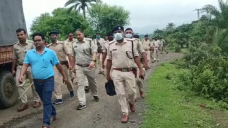 झारखंड: सीएम सोरेन के विधानसभा क्षेत्र में पुलिस पर हुआ हमला, जान बचाकर भागे कर्मी