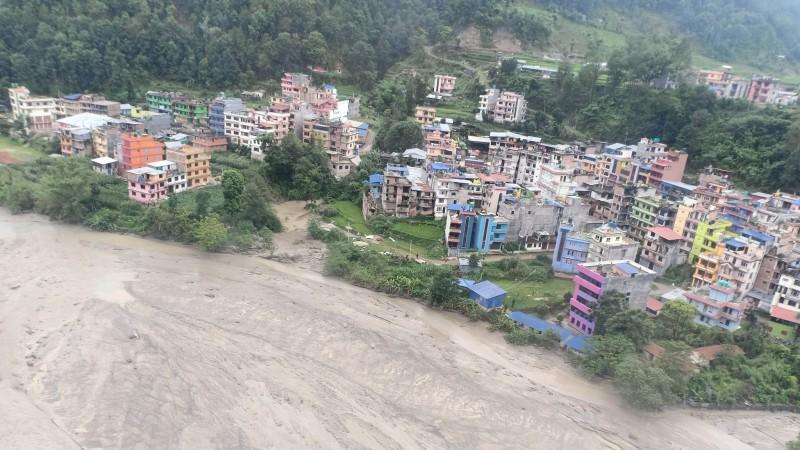 VIDEO: नेपाल में अचानक आई बाढ़ ने ली 16 लोगों की जान, 22 अब भी है लापता