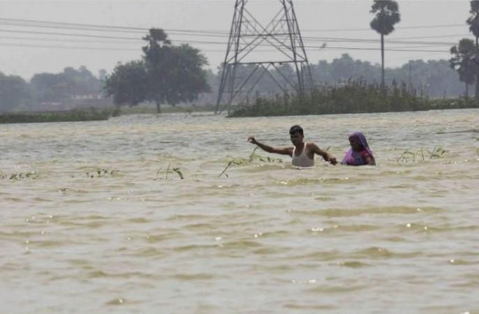 भारी बारिश के चलते उफान पर गंगा, कई गाँवों पर मंडराया बाढ़ का खतरा