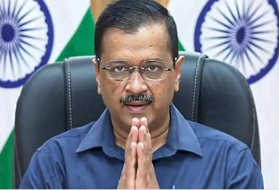 Kejriwal govt to give Rs 1 crore each to kin of 6 martyrs