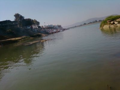Boat carrying tourists overturns in Narmada river, many dead