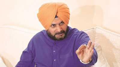 Police reaches Navjot Singh Sidhu's house, missing for long time