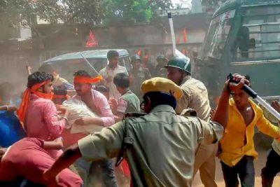 West Bengal: BJP team arrives in Bhatpara, Chant slogan Mamata Banerjee Hi-Hi