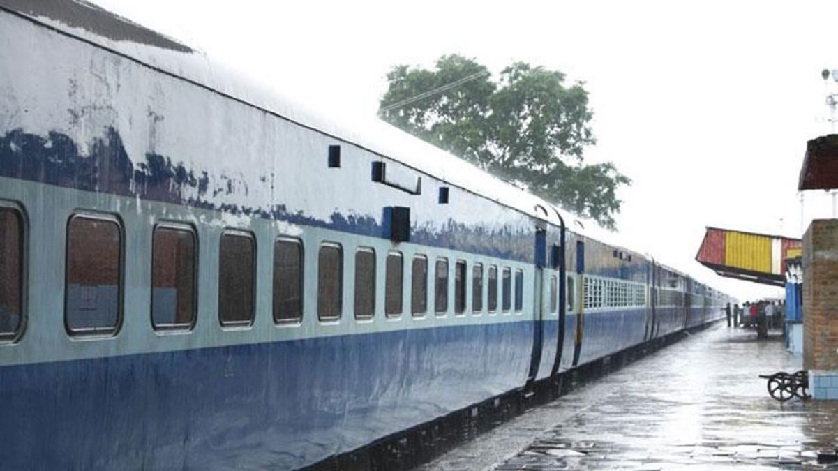 Two MLAs luggage stolen from the train, While coming to Mumbai to attend monsoon session