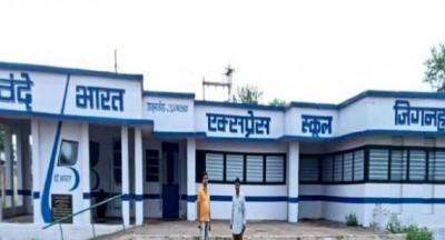 Quarantined migrant laborers convert school into Vande Bharat Express