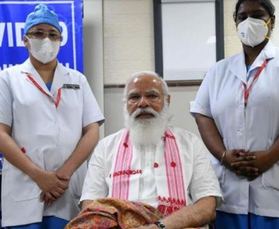Nurses vaccinating PM Modi said this, you will be surprised to hear it