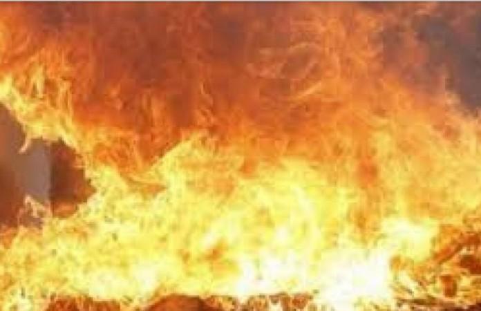 रामपुर डिस्टलरी के वेयरहाउस में बड़ा धमाका, भड़की भीषण आग, 6 लोग झुलसे