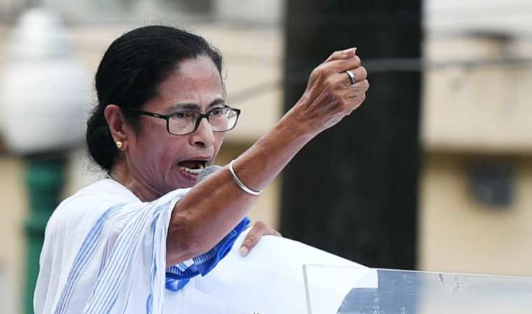 ममता बनर्जी ने पीएम मोदी पर साधा निशाना, कहा- मोदी बस बड़ी-बड़ी बाते करते हैं...