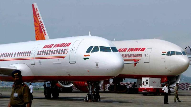इन एयर होस्टेस के बल पर कोरोना वायरस से बचकर वापस लौटे 263 भारतीय