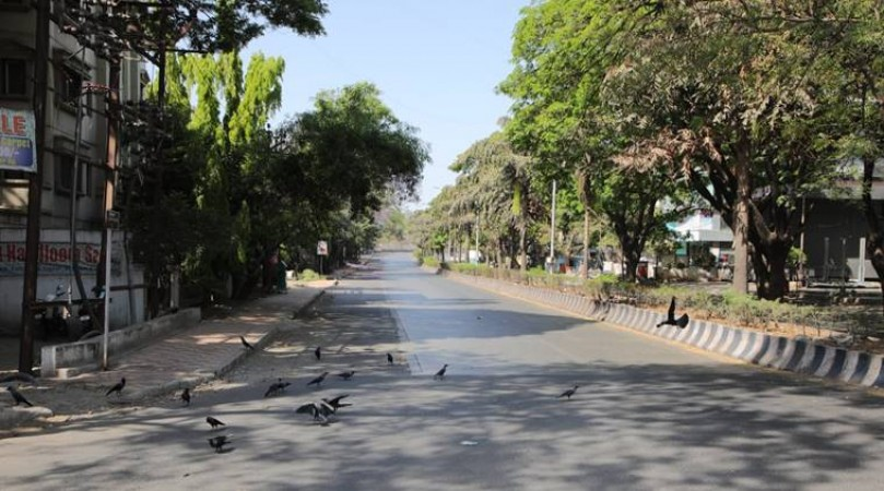 भोपाल के बाद अब इंदौर में भी लागू हुआ कर्फ्यू, मध्य प्रदेश में कोरोना के 6 मामले दर्ज