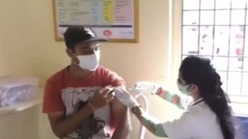 दिल्ली में आज से शुरू हुआ 18+ टीकाकरण, 77 स्कूलों में बनाए गए बूथ