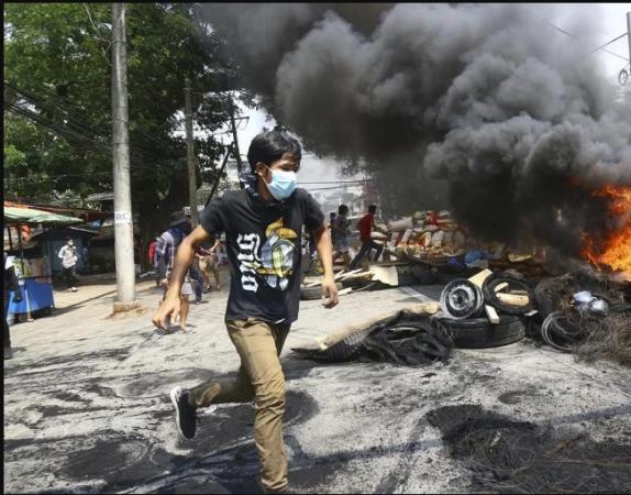 सेना ने 8 और प्रदर्शनकारियों को उतारा मौत के घाट