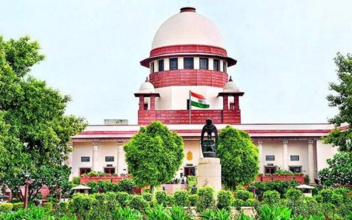 ऑक्सीजन संकट पर सुप्रीम कोर्ट पहुंची केंद्र सरकार, दिल्ली HC के फैसले को दी चुनौती