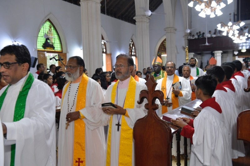 कोरोना काल में बैठक के लिए जमा हुए 350 पादरी, 100 हुए संक्रमित, 2 की मौत