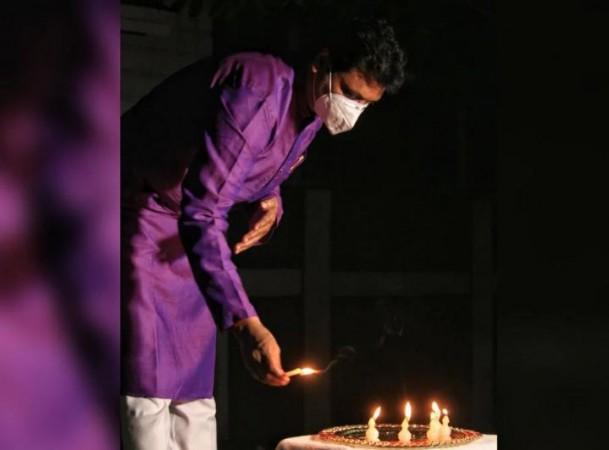 त्रिपुरा में भाजपा कार्यकर्ताओं ने मोमबत्ती जलाकर किया बंगाल हिंसा का विरोध