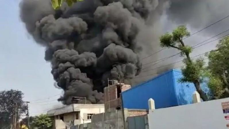 ग़ाज़ियाबाद की केमिकल फैक्ट्री में लगी भीषण आग, दमकल विभाग की 10 गाड़ियां मौके पर..
