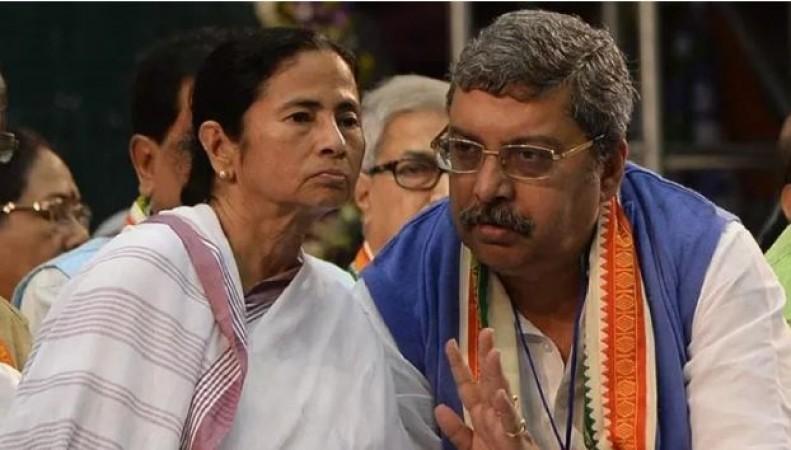 'गवर्नर धनखड़ सनकी, रक्तपिपासु, पागल कुत्ते की तरह घूम रहा...', नेताओं की गिरफ़्तारी पर बौखलाई TMC