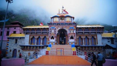 Portals of Uttarakhand`s Badrinath temple open with religious rituals